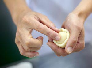 和菓子職人になるために。必ず身に着けるべき技術とは。